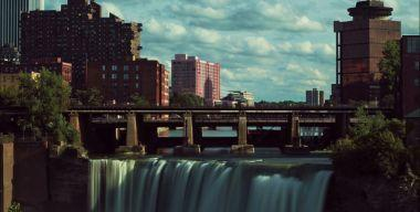 Водопад в городе