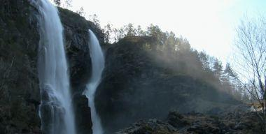 Водопад и туман