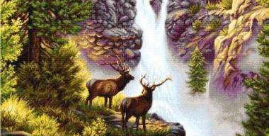 Олени у водопада