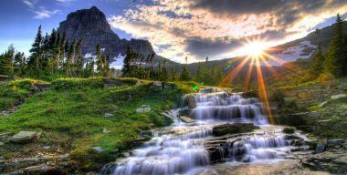 Горный каскадный водопад