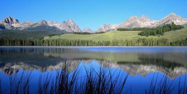 Озеро в горах 2
